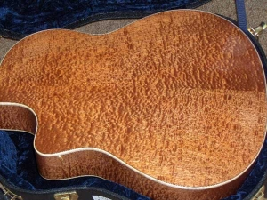 Larrivee Custom LV-10E, Quilted Sapele and Red Sitka Spruce 003, Mahogany/Spruce-11