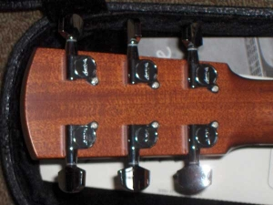 Larrivee D-05, Hahogany and Spruce Dreadnought-6