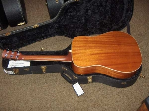 Larrivee D-05, Hahogany and Spruce Dreadnought-12