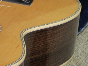 Larrivee Custom 009, Cedar/East Indian Rosewood, Maple Binding