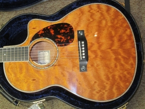 Larrivee Custom LSV-05E, ALL QUILTED MAHOGANY!