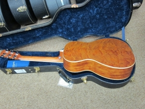 Larrivee Custom 00-03, Cedar/Quilted Mahogany