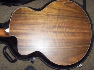 Jumbo 12-string Taylor-9