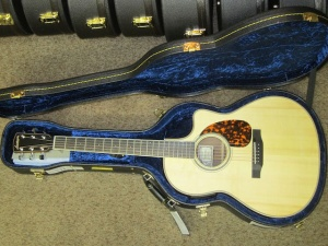Larrivee Custom LV-03E Italian Alpine top / Peruvian Walnut back and sides !