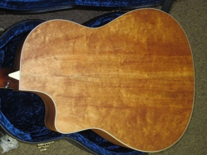 Larrivee Custom LV-03 E/ Red Sitka Spruce top/ Quilted Mahogany back and sides!