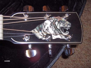 Larrivee LV-09E, CUSTOM, Tiger Headstock-4