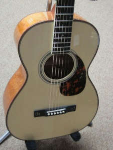 Larrivee Custom 00-05- Italian Alpine Spruce top/ Quilted Mahogany back and sides!