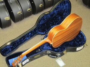 Larrivee Custom LS-03 Italian Alpine top / Mahogany back and sides !