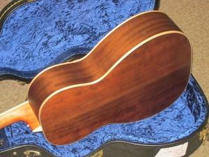 Larrivee Custom 00-03 Cedar top/ Peruvian Walnut back and sides !