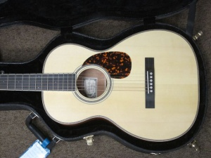 Larrivee Custom OO-03 Italian Alpine Spruce top / Quilted Mahogany back and sides !.